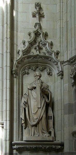 Statue av den hellige Clarus i katedralen i Nantes