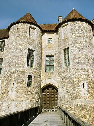 Château d'Harcourt - The entrance to the residencial area of the Château