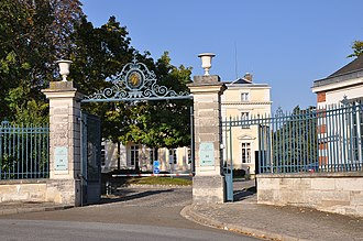 Château de Voisins (Louveciennes) - The 19th-century lodge and entrance to the grounds commissioned by Charles Tavernier