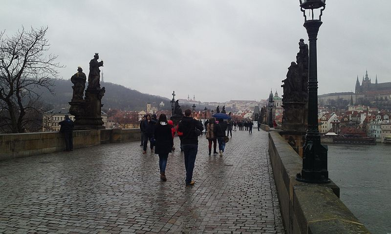 파일:Charles Bridge on a rainy day.jpg