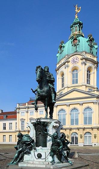 Charlottenburg Palace - Statue Friedrich Wilhelm I (der Große Kurfürst) elector of Brandenburg in the cour d'honneur of the palace