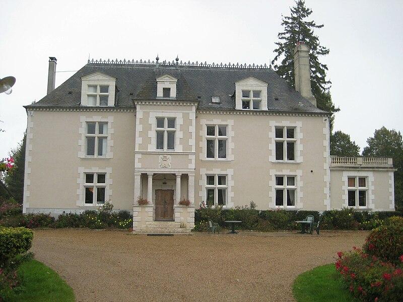 http://upload.wikimedia.org/wikipedia/commons/thumb/b/b7/Chateaumarais.jpg/800px-Chateaumarais.jpg