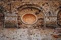 Chiesa di Sant'Andrea Fuorisportam - Bacino cerami che orna il muro laterale.jpg