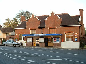 Fairlop Loop - Image: Chigwell stn building