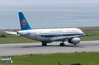 China Southern Airlines, A320-200, B-6761 (18783792804).jpg