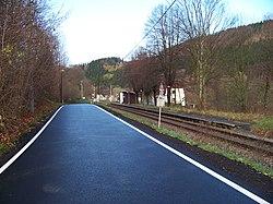 Chrastava-Andělská Hora, silnice a železniční zastávka.jpg