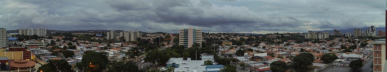 Panorama Urbano de la ciudad al este.