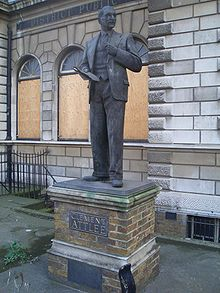 Clement Attlee statue - Limehouse library.jpg