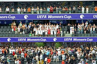 1. FFC Frankfurt - The UEFA Women's Cup in the hands of the players
