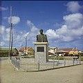 Collectie Nationaal Museum van Wereldculturen TM-20029656 Standbeeld van Simon Bolivar in Kralendijk Kralendijk Boy Lawson (Fotograaf).jpg