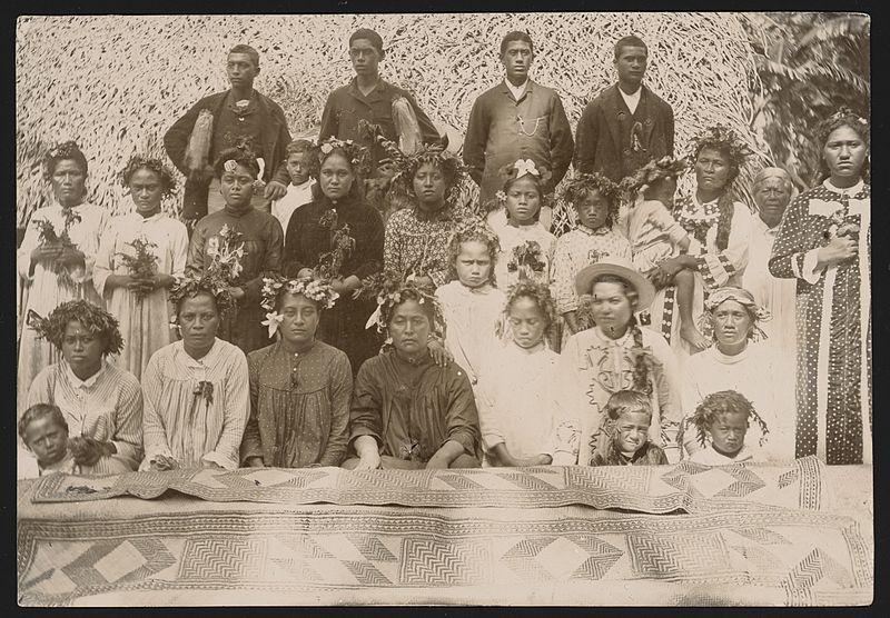 File:Cook Islanders and woven mat, Ngatangiia, Rarotonga, Cook Islands.jpg