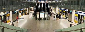 Bayfront MRT station - Cross platform interchange of Bayfront station