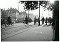 Cyklende og gående i Nyhavn. (7392699362).jpg