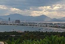 Die Stadt Danang von der Halbinsel Son Tra aus gesehen