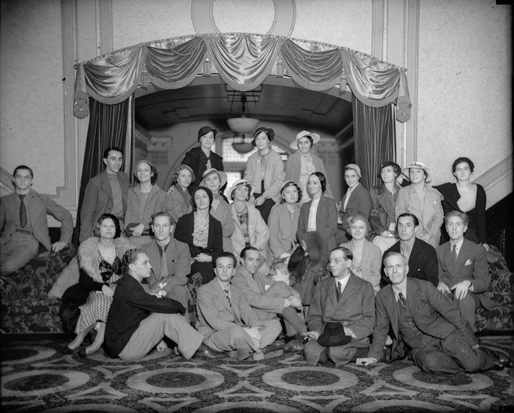 Файл: Dandre-Levitoff балет, в ролях: Ольга Spessivtzeva, в фойе Королевского театра, Сидней, октябрь 1934 Сэм Hood.jpg