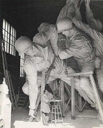 Marine Corps War Memorial - Image: De Weldon and Marine War Memorial, circa 1954 (7301625974)