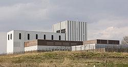De centrale zoals deze er in 2007 bij staat, gezien van de rivier oever