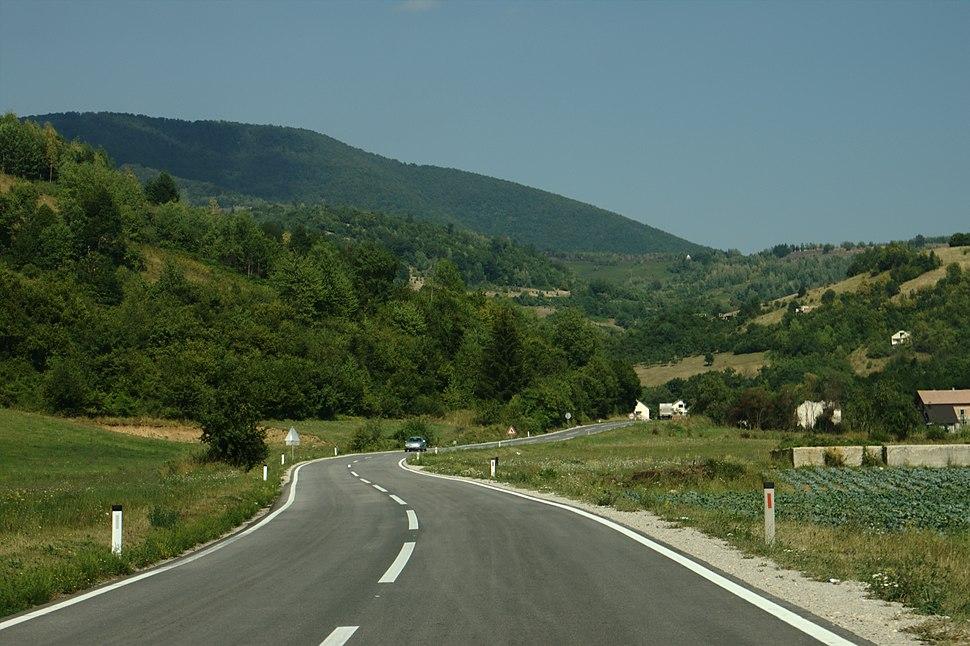 Donji Vakuf, silnice na Travnik