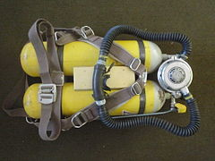 Draeger twin 7l cylinders with twin hose regulatorPB068176.jpg