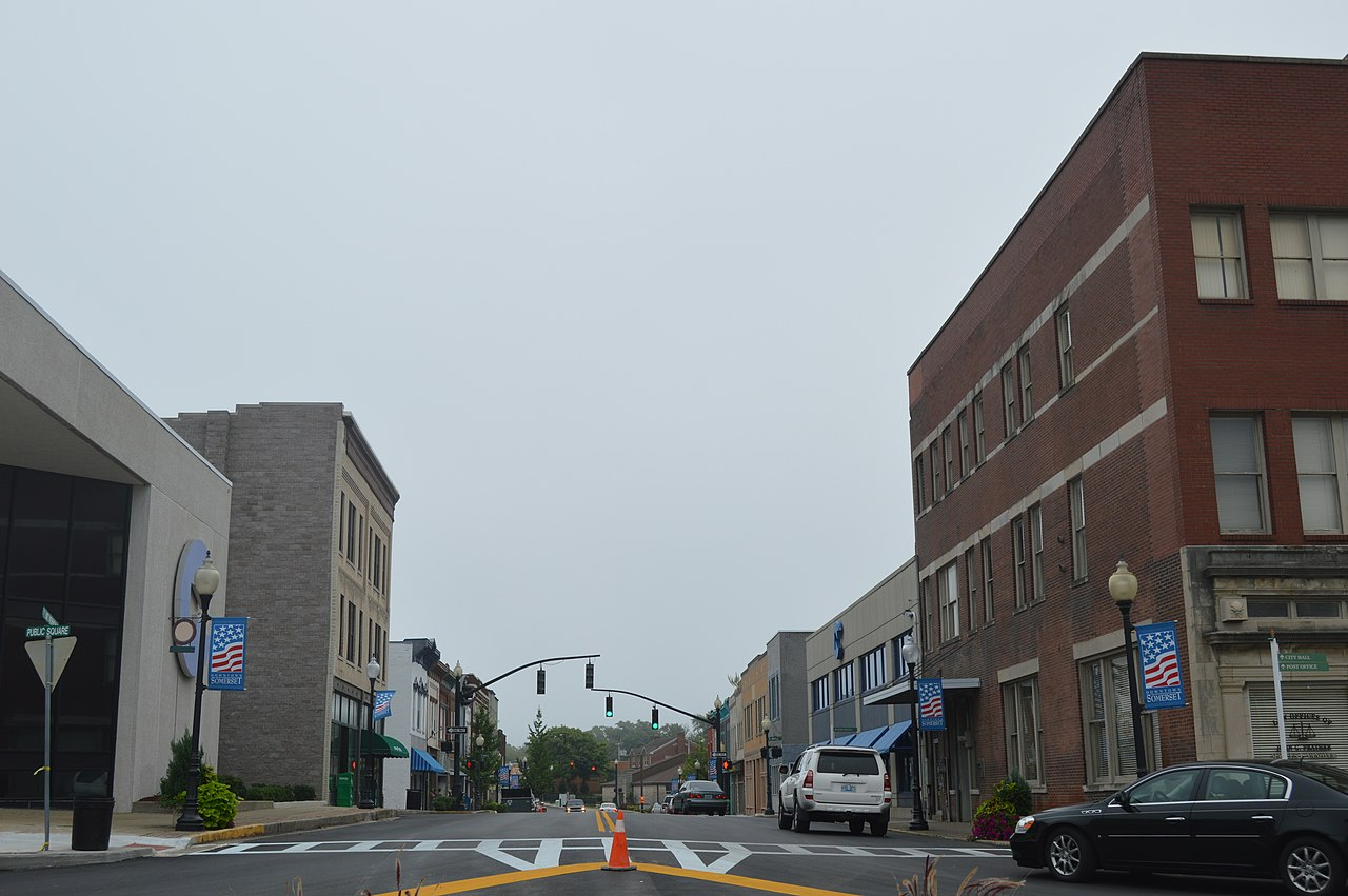 Mount Vernon (KY) United States  city photos gallery : East on Mount Vernon from Somerset square Wikimedia Commons