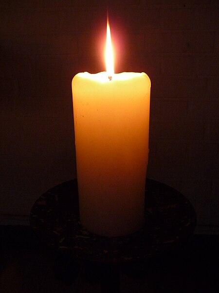 File:Einzelne Kerze.JPG