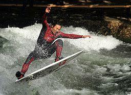 Eisbach Surfer3