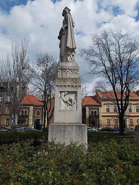 File:Elizabeth of Hungary statue, west, 2016 Erzsébetváros.jpg