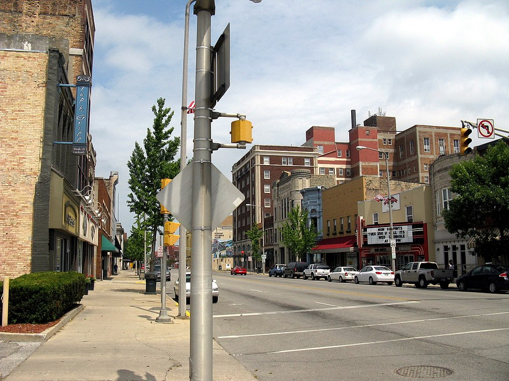 The population density of Elkhart in Indiana is 742.05 people per square kilometer (1921.88 / sq mi)