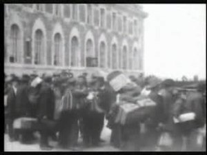 Bestand:Ellis Island immigration footage.ogv