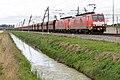 Elst-Valburg 189 033-4 en 189 042-5 ertstrein r.Duitsland (9950116675).jpg