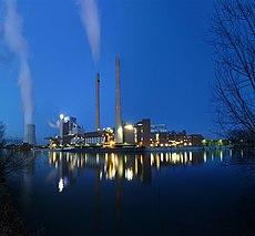 EnBW-Kraftwerk Heilbronn zur Blauen Stunde - panoramio (1).jpg
