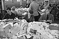 Enorme drukte op de postkantoren in Amsterdam, overzicht van de drukte, Bestanddeelnr 911-9043.jpg