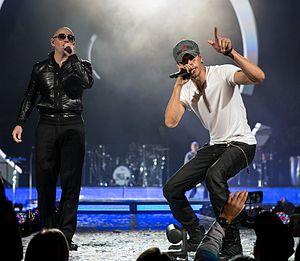 I Like How It Feels - Enrique Iglesias performing with Pitbull in 2015