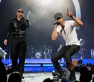 Enrique Iglesias - Enrique Iglesias performing with Pitbull at the Frank Erwin Center in Austin, Texas, 2015