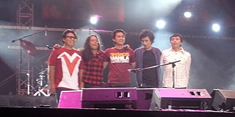 Eraserheads - Eraserheads (with Jazz Nicolas of Itchyworms) during The Final Set concert in 2009.