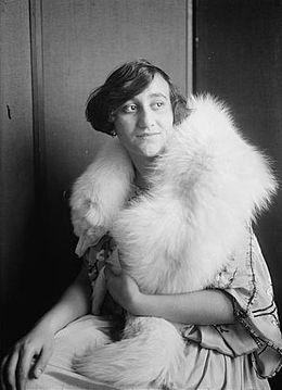 Debra Messing  Wikipedia