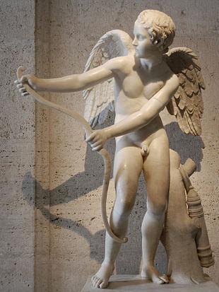 Eros che incorda l'arco - Copia romana in marmo dall'originale di Lisippo conservata nei Musei Capitolini di Roma. In un frammento di una tragedia perduta di Euripide, da lui scritta prima del 422 a.C., Stheneboia (?????????) si sostiene che esistano due Eros [1]. Così come nella sua Ifigenia in Aulide (406 a.C.) compaiono due ambiti del dio Eros e, per la prima volta, l'immagine del dio armato di arco e di frecce: «Avventurato chi prova fa della dea dell'amore con temperanza e misura, e con grande placidità lungi dagli estri folli, perché duplice è l'arco della beltà che l'Amore (Eros) tende su di noi: l'uno ci porta felicità, l'altro la vita torbida fa.» (Euripide Ifigenia in Aulide 542-50. Traduzione di Filippo Maria Pontani in Euripide Le tragedie. Milano, Mondadori, 2007) Uno degli Amori provoca la sophia, mentre l'altro distrugge l'anima dell'uomo [2].