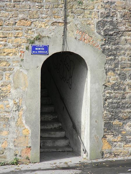 File escalier mont e de la boucle lyon 4 caluire jpg wikimedia commons - La montee des escaliers ...