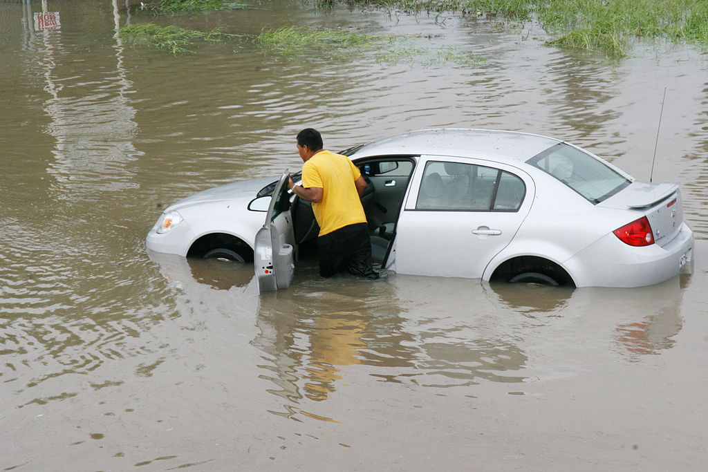 FEMA - 37218 - Resident pushing a car through flood waters in Texas