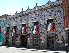 Talavera pottery wikipedia for La casa de los azulejos puebla