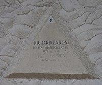 Feuerhalle Simmering - Arkadenhof (Abteilung ALI) - Richard Baron 02.jpg
