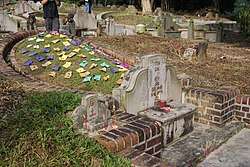 Five coloured papers on a grave mound, Bukit Brown Cemetery, Singapore - 20110326-01.jpg