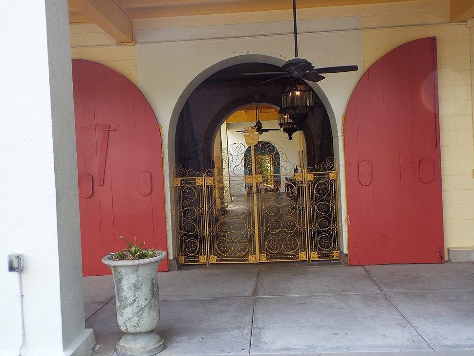 Entrance of the Bonnet House.