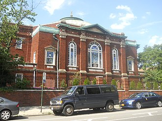Free Synagogue of Flushing - The synagogue as seen from Kissena Boulevard and Sanford Avenue