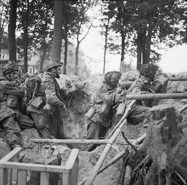 642px-Four_men_of_the_1st_Paratroop_Battalion