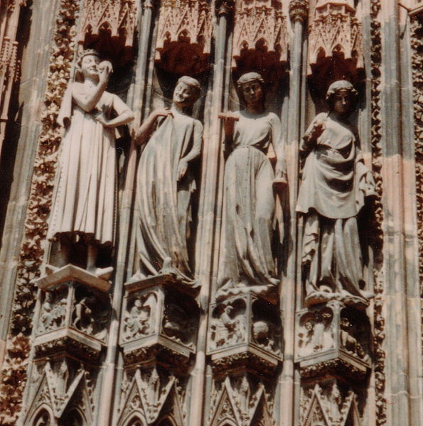 Datei:France Strasbourg Cathedral Foolish virgins and