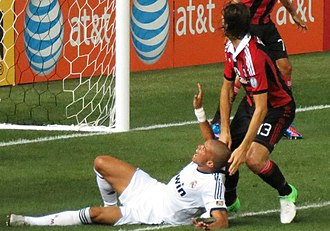 Francesco Acerbi - Acerbi next to Real Madrid's Pepe during Milan's match against Real Madrid