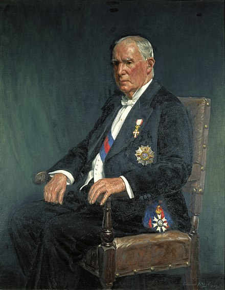 Portrait of Bell, wearing his insignia of knighthood, 1935 Francis Bell 1935.jpg