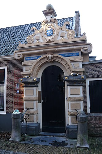 Frans Loenenhofje - The Frans Loenen Hofje was founded in 1607, though the port designed by Lieven de Key shows the date 1625. The headless lion is the family shield of Frans Loenen.