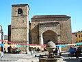 Fuente e Iglesia de San Nicolás (Plasencia).jpg